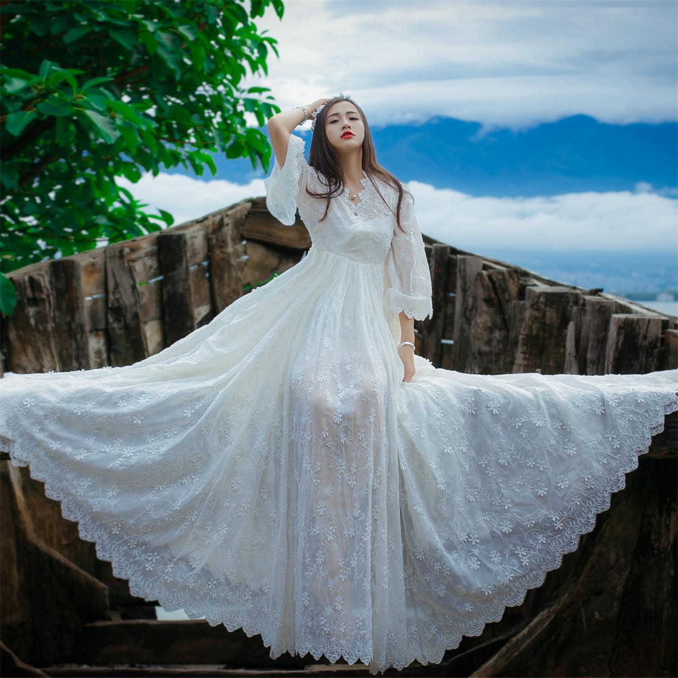 白色蕾丝连衣裙 勾花镂空蕾丝刺绣连衣裙波西米亚大摆海边度假沙滩长裙仙女神夏季_推荐淘宝好看的白色蕾丝连衣裙