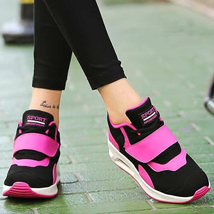 粉红色运动鞋 冬季气垫运动鞋女韩版平底学生板鞋跑步鞋粉红色平底休闲旅游鞋潮_推荐淘宝好看的粉红色运动鞋
