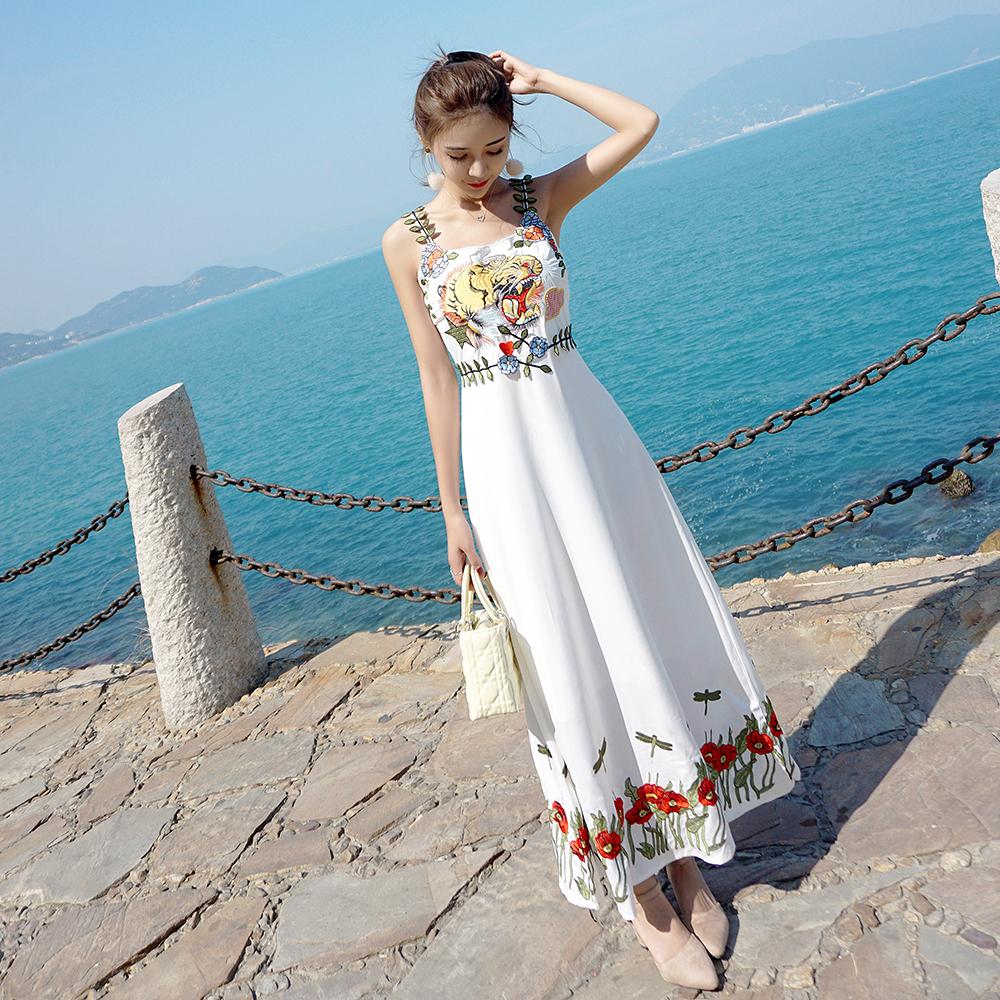 白色吊带连衣裙 泰国海边度假沙滩长裙子巴厘岛超仙女白色刺绣雪纺吊带连衣裙夏季_推荐淘宝好看的白色吊带连衣裙