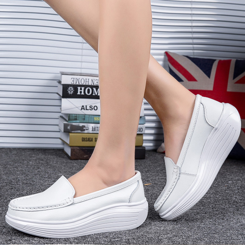 白色松糕鞋 2021春秋摇摇鞋女鞋护士鞋白色厚底坡跟松糕女单鞋休闲防滑妈妈鞋_推荐淘宝好看的白色松糕鞋