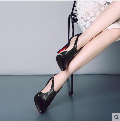 高跟鞋 2021新款办公室高跟鞋细跟真皮中空扣带黑色欧美风大小码女凉鞋_推荐淘宝好看的女高跟鞋