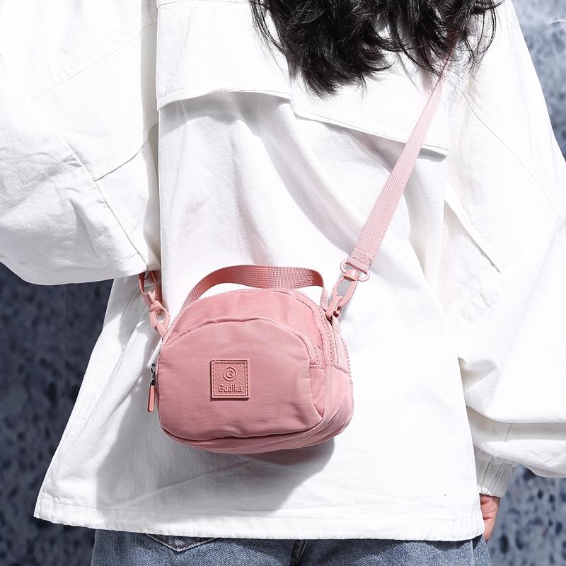 粉红色斜挎包 ins超火上新尼龙休闲斜挎小包女2020新款韩版百搭网红单肩小包包_推荐淘宝好看的粉红色斜挎包