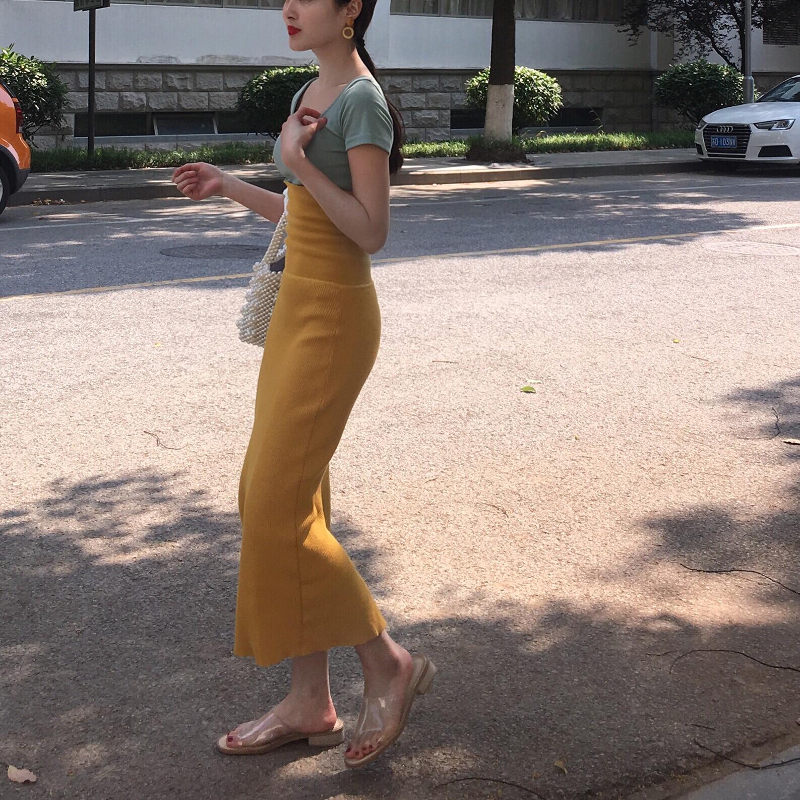 黄色连衣裙 晚时光2020夏 气质复古显白抹胸连衣裙 黄色黑色包臀针织抹胸裙_推荐淘宝好看的黄色连衣裙