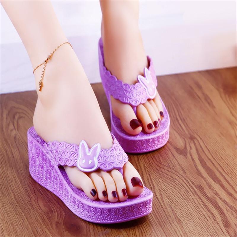 紫色坡跟鞋 夏季人字拖卡通紫色坡跟拖鞋女外穿高跟拖鞋增高洗澡凉拖鞋女凉拖_推荐淘宝好看的紫色坡跟鞋