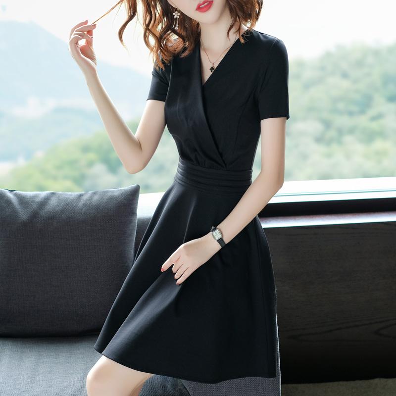 黑色连衣裙 黑色连衣裙正式场合2021新款女夏装V领女士中长修身显瘦气质裙子_推荐淘宝好看的黑色连衣裙