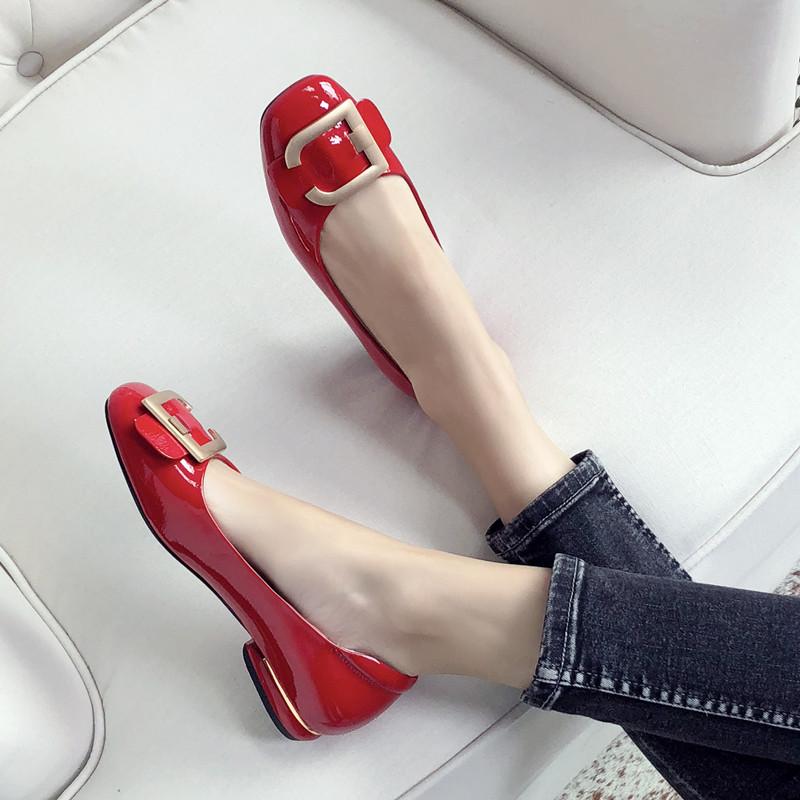 红色豆豆鞋 2020新款平底鞋红色小皮鞋女漆皮百搭浅口方头平跟单鞋豆豆鞋瓢鞋_推荐淘宝好看的红色豆豆鞋