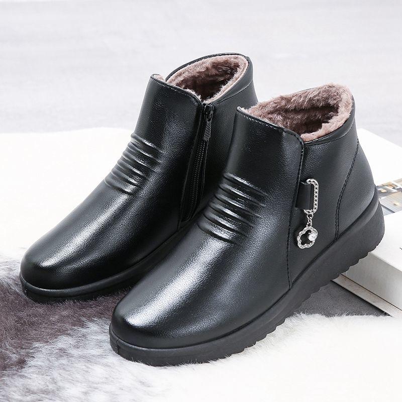 平底鞋 31冬季妈妈鞋加绒保暖中老年短靴女平底中年皮鞋女靴老人棉鞋_推荐淘宝好看的女平底鞋