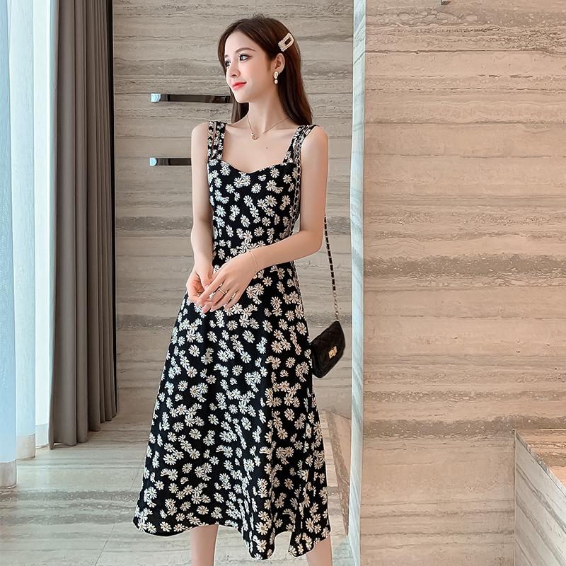 黑色连衣裙 新款夏2020小雏菊碎花吊带长款赫本修身显瘦气质时尚连衣裙_推荐淘宝好看的黑色连衣裙