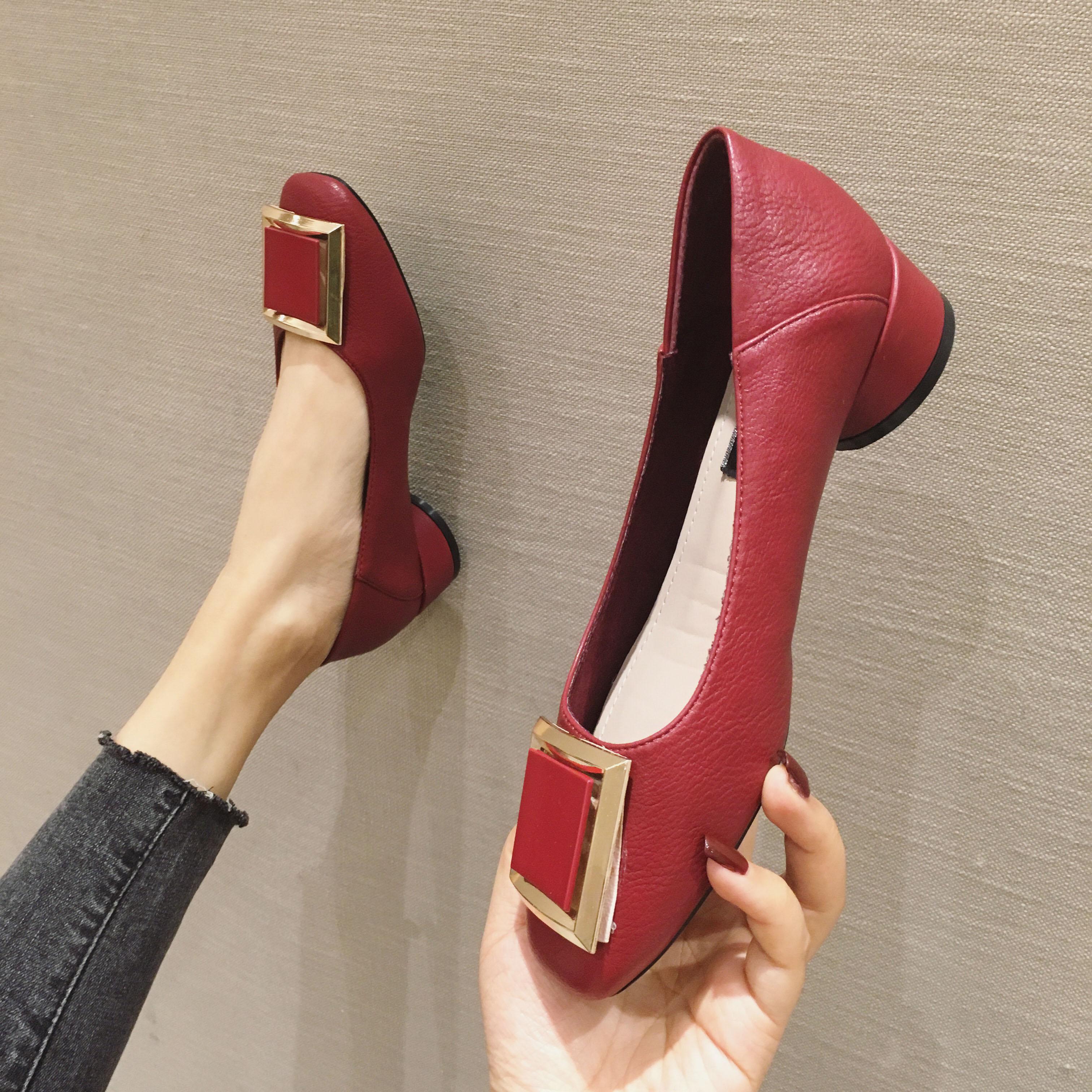 英伦时尚单鞋 英伦风女鞋春季新款韩版时尚百搭金属方扣浅口中跟黑色单鞋显瘦鞋_推荐淘宝好看的英伦时尚单鞋