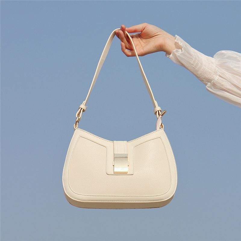 白色斜挎包 【腋下包】软皮小众法式斜挎包白色高级感包包新款2021百搭女夏季_推荐淘宝好看的白色斜挎包
