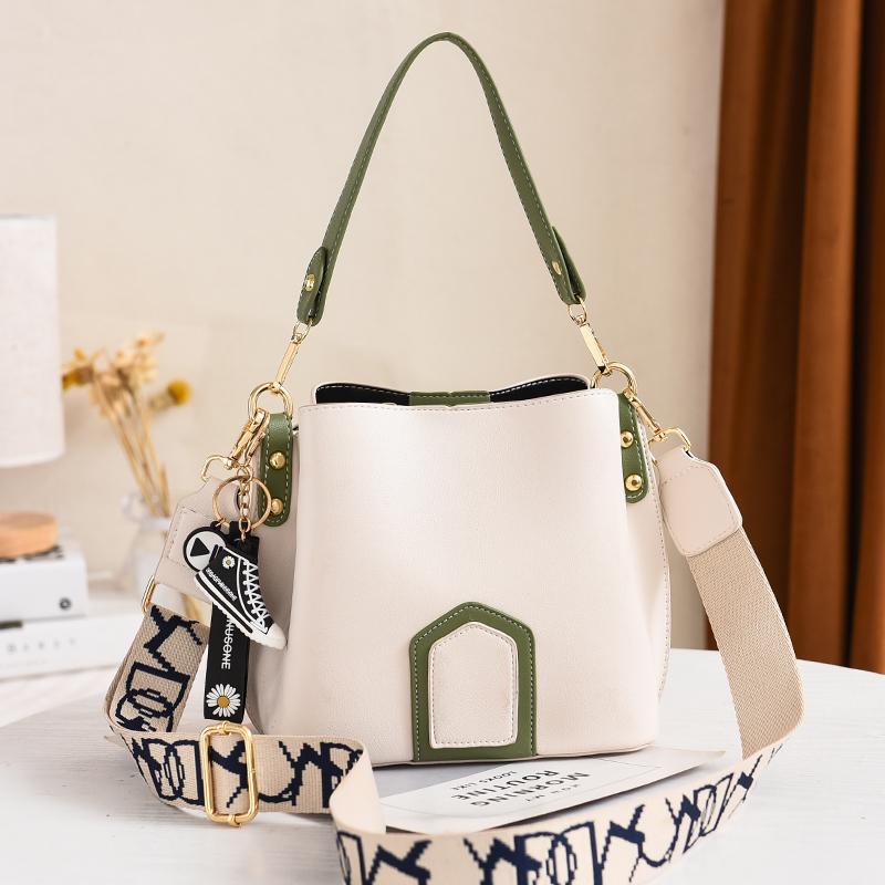 白色水桶包 包包女夏季水桶包简约单肩韩版白色质感软ins女包 2020新款斜挎包_推荐淘宝好看的白色水桶包