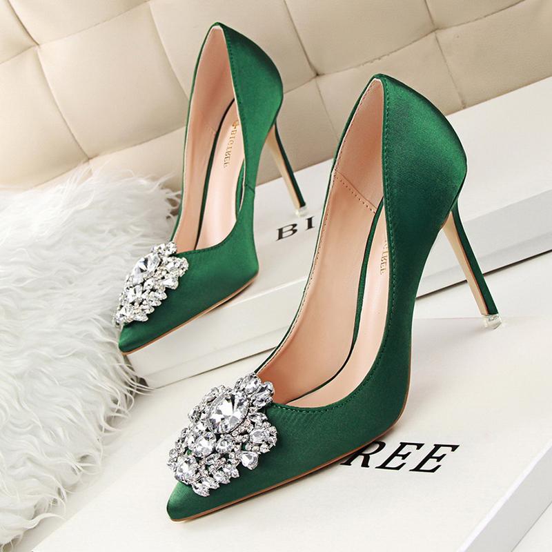 绿色高跟鞋 2019新款丝绸绿色女鞋高跟鞋女细跟尖头新娘结婚红色水晶婚鞋小绸_推荐淘宝好看的绿色高跟鞋