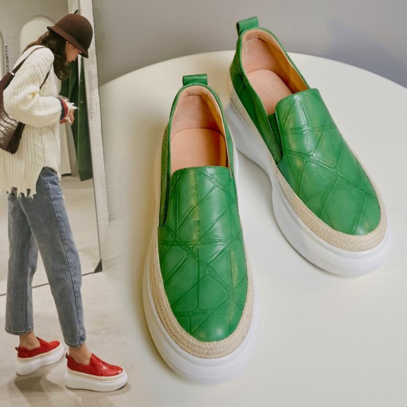 绿色松糕鞋 厚底松糕鞋女2021秋季新款真皮坡跟一脚蹬单鞋绿色中跟懒人乐福鞋_推荐淘宝好看的绿色松糕鞋