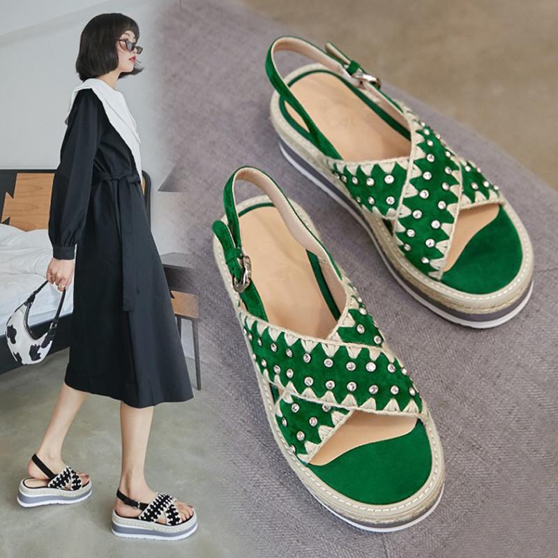 绿色松糕鞋 2020夏款松糕厚底凉鞋女磨砂真皮坡跟露趾凉鞋绿色中跟一字扣凉鞋_推荐淘宝好看的绿色松糕鞋