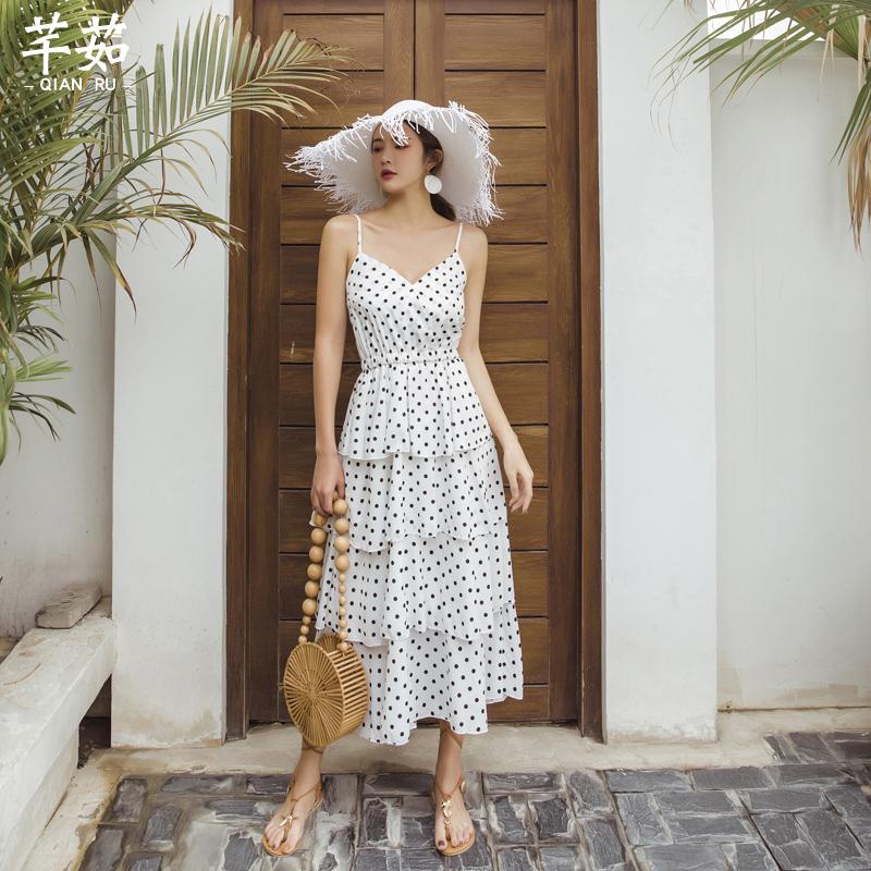 白色吊带连衣裙 泰国海边度假波点蛋糕连衣裙女夏v领露背吊带长裙波西米亚沙滩裙_推荐淘宝好看的白色吊带连衣裙