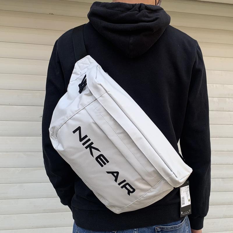 白色邮差包 nike耐克21新款男女同款白色单肩斜挎大腰包健身邮差包DC7354-010_推荐淘宝好看的白色邮差包