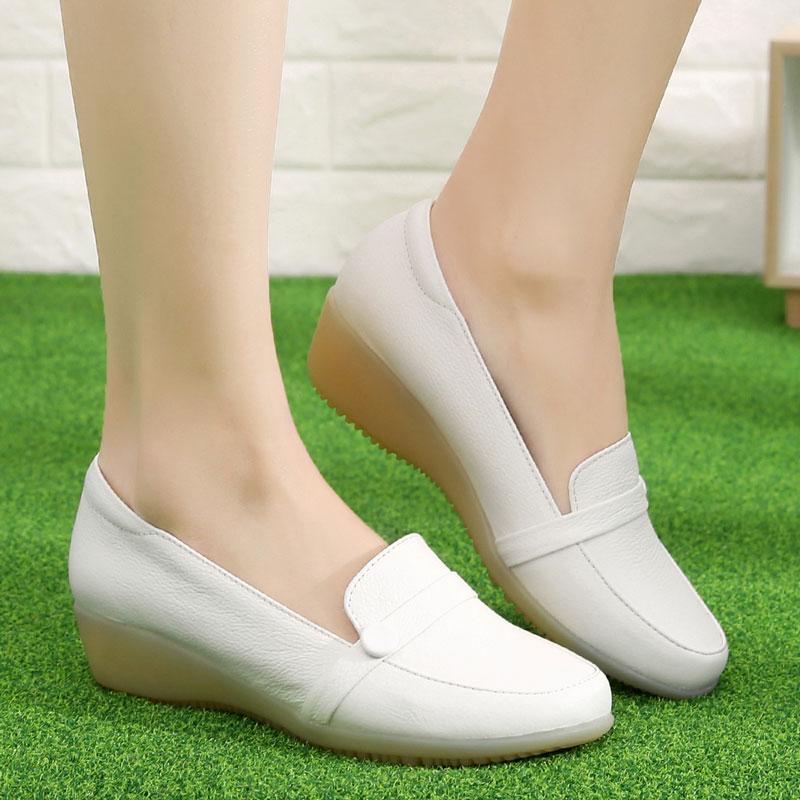 真皮坡跟鞋 新款春季女鞋坡跟防滑护士鞋休闲小白鞋浅口圆头真皮中跟皮鞋单鞋_推荐淘宝好看的真皮坡跟鞋
