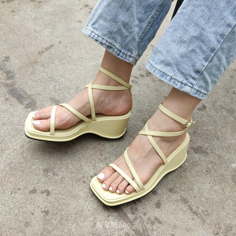 坡跟罗马鞋 韩国东大门2020新款坡跟厚底一字扣带凉鞋女夏仙女风罗马鞋方头鞋_推荐淘宝好看的坡跟罗马鞋