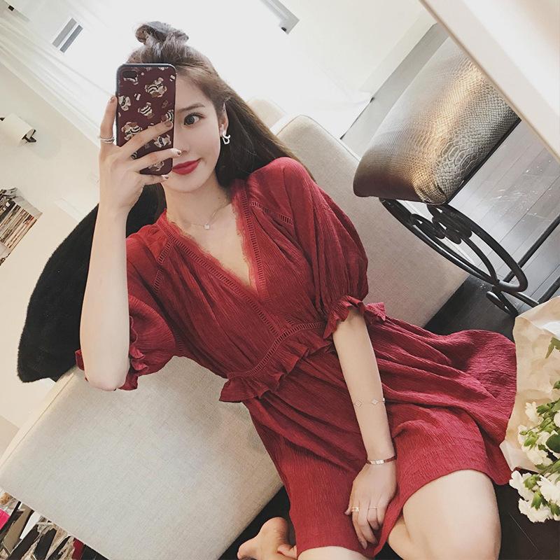 红色蕾丝连衣裙 韩国2021春夏款波西米亚红色V领蕾丝A字裙中长款修身雪纺连衣裙子_推荐淘宝好看的红色蕾丝连衣裙