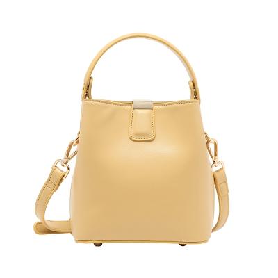 黄色水桶包 斜挎包女奶黄色包包小包水桶包夏设计感2021年新款百搭高级感手提_推荐淘宝好看的黄色水桶包