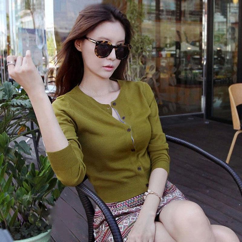 绿色针织衫 绿色毛针织衫女短款2021春秋新款韩版圆领修身显瘦天丝羊毛开衫女_推荐淘宝好看的绿色针织衫