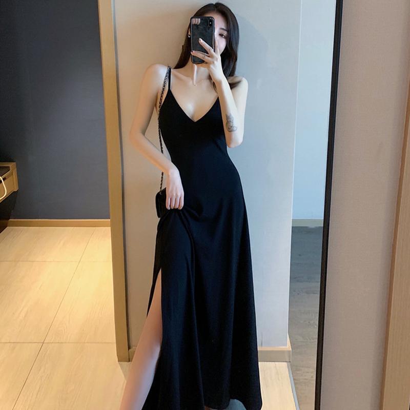 黑色连衣裙 2021新款小黑裙赫本黑色裙子吊带长裙V领性感修身开叉连衣裙女夏_推荐淘宝好看的黑色连衣裙