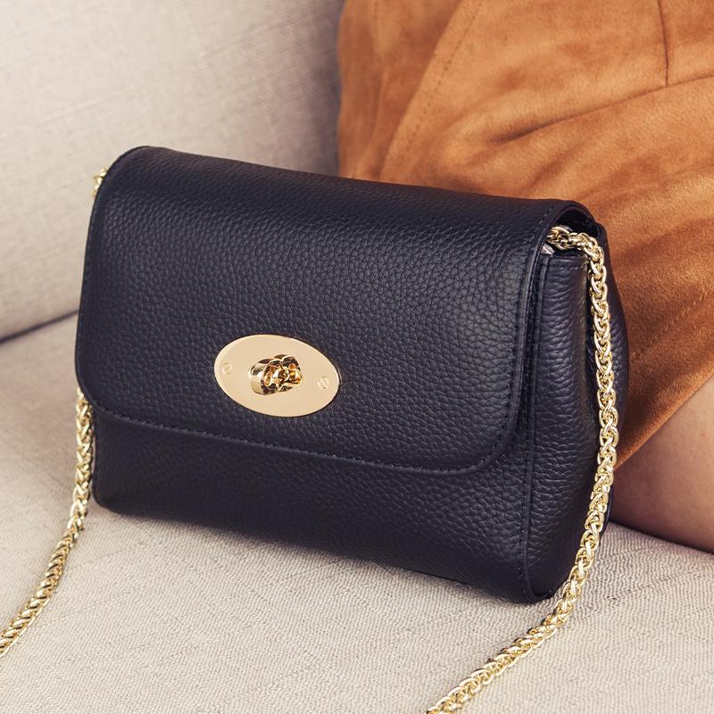 黑色迷你包 质感小包包女2021新款潮迷你链条包女斜挎夏天黑色真皮锁扣小方包_推荐淘宝好看的黑色迷你包