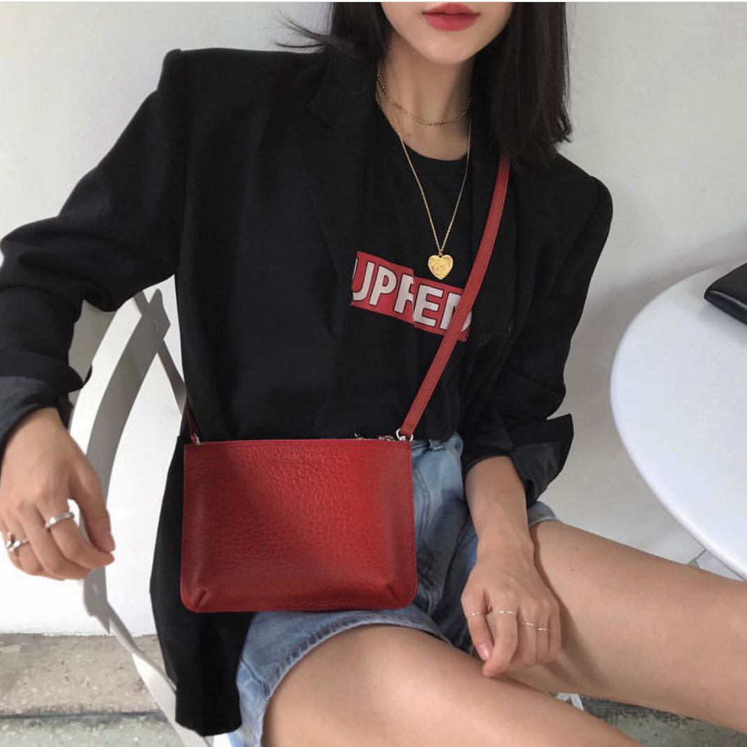 红色手拿包 韩国小众设计2020新款荔枝纹手拿包ins单肩斜跨红色小包包零钱包_推荐淘宝好看的红色手拿包