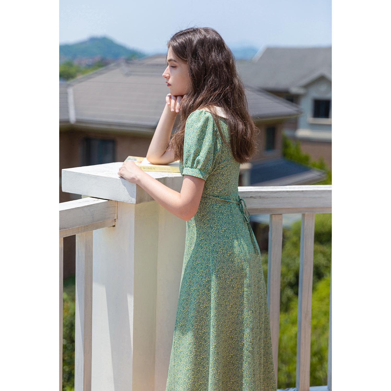 绿色连衣裙 2021夏新款法式娃娃领泡泡袖绿色碎花连衣裙女复古收腰显瘦茶歇裙_推荐淘宝好看的绿色连衣裙