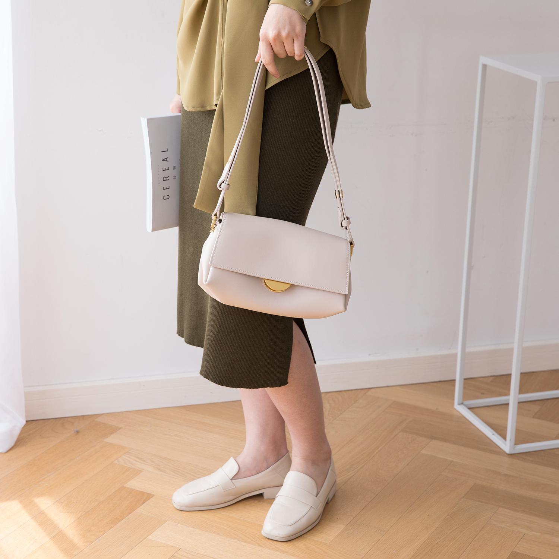 白色复古包 真皮女包2021新款斜挎包白色小众品牌包牛皮单肩复古腋下包高级感_推荐淘宝好看的白色复古包