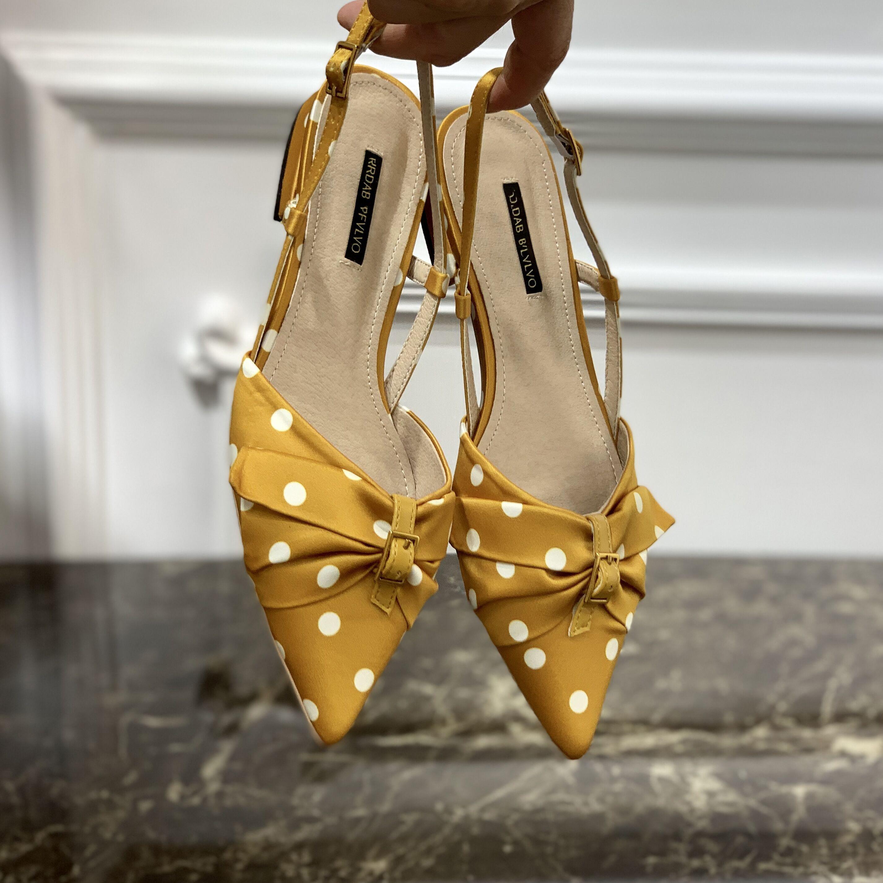 黄色凉鞋 2021年新款波点平底尖头黄色蝴蝶结单鞋网红凉鞋女仙女风包头半拖_推荐淘宝好看的黄色凉鞋