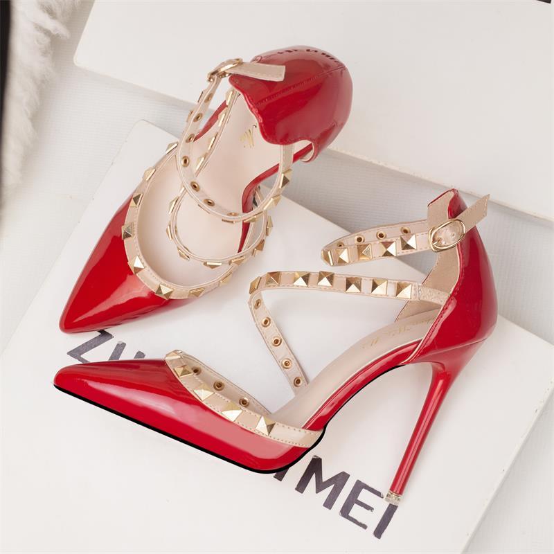 红色凉鞋 欧美高跟鞋细跟女仙女风拼色柳丁鞋时尚红色漆皮一字性感百搭凉鞋_推荐淘宝好看的红色凉鞋