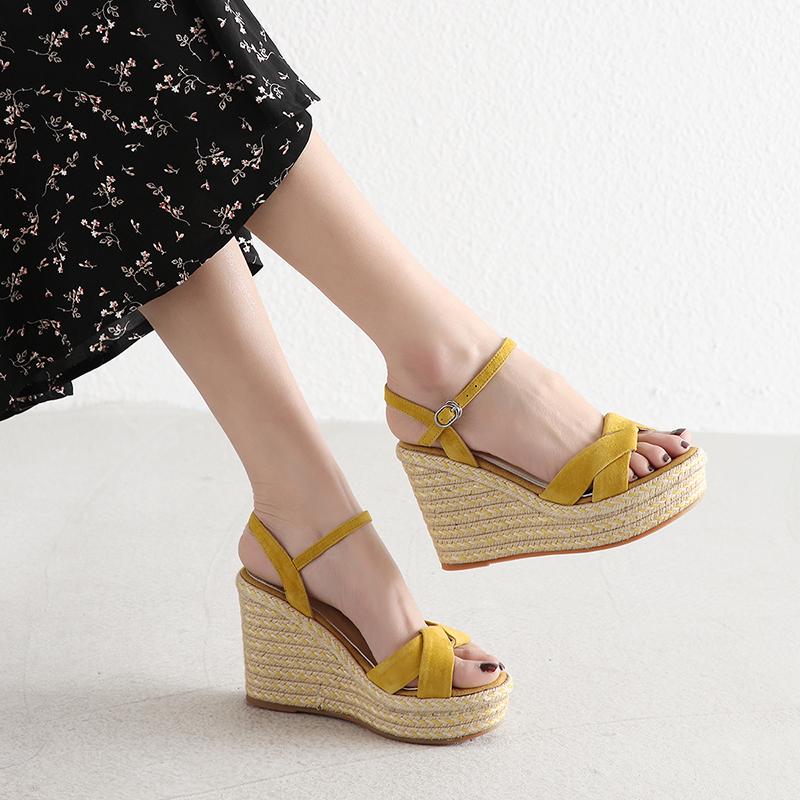 黄色坡跟鞋 坡跟凉鞋女夏一字带防水台黄色高跟鞋2021新款波西米亚厚底松糕鞋_推荐淘宝好看的黄色坡跟鞋