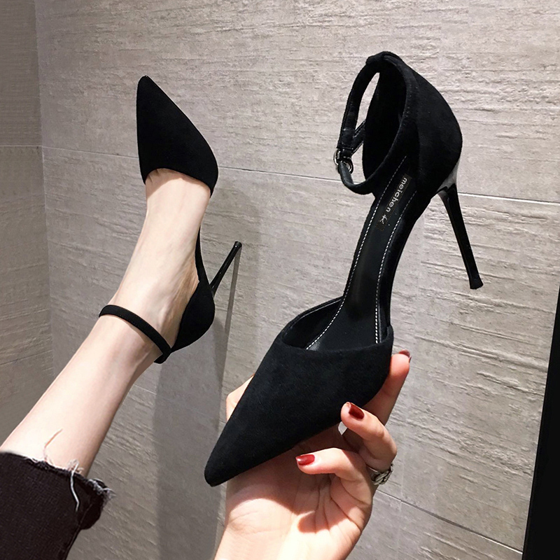 黑色凉鞋 凉鞋2021年新款夏季黑色法式中空少女细跟网红尖头一字扣带高跟鞋_推荐淘宝好看的黑色凉鞋