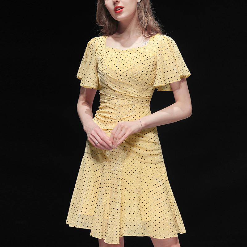 黄色连衣裙 夏装2021新款女装黄色气质收腰雪纺性感显瘦中长款波点连衣裙_推荐淘宝好看的黄色连衣裙