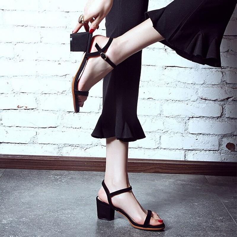 黑色罗马鞋 2021新款真皮百搭露趾黑色一字扣粗跟中跟凉鞋女夏罗马大码41-43_推荐淘宝好看的黑色罗马鞋
