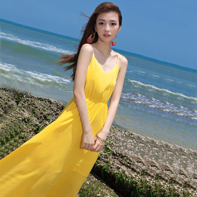 复古连衣裙 2020夏季新款小众复古长裙黄色吊带露背雪纺连衣裙海边度假沙滩裙_推荐淘宝好看的复古连衣裙