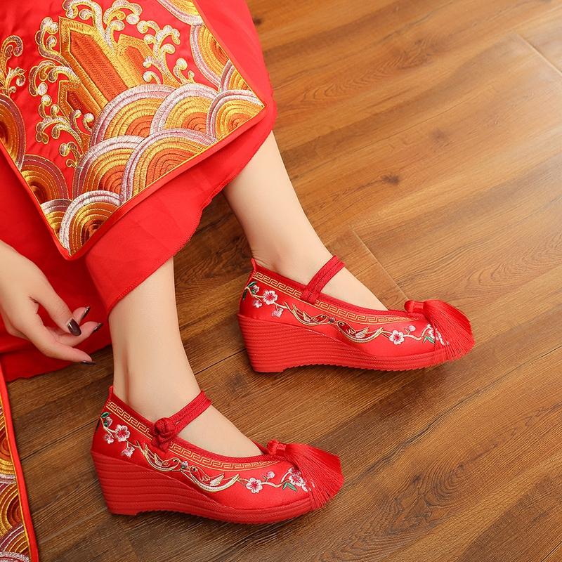 红色坡跟鞋 2021新款秀禾婚鞋红色新娘鞋女中式坡跟绣花鞋配秀禾服鞋子高跟鞋_推荐淘宝好看的红色坡跟鞋