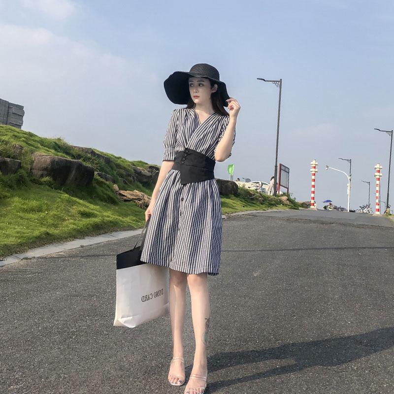 条纹连衣裙 条纹女装连衣裙2021夏季新款韩版很仙法式收腰显瘦气质小个子裙子_推荐淘宝好看的条纹连衣裙