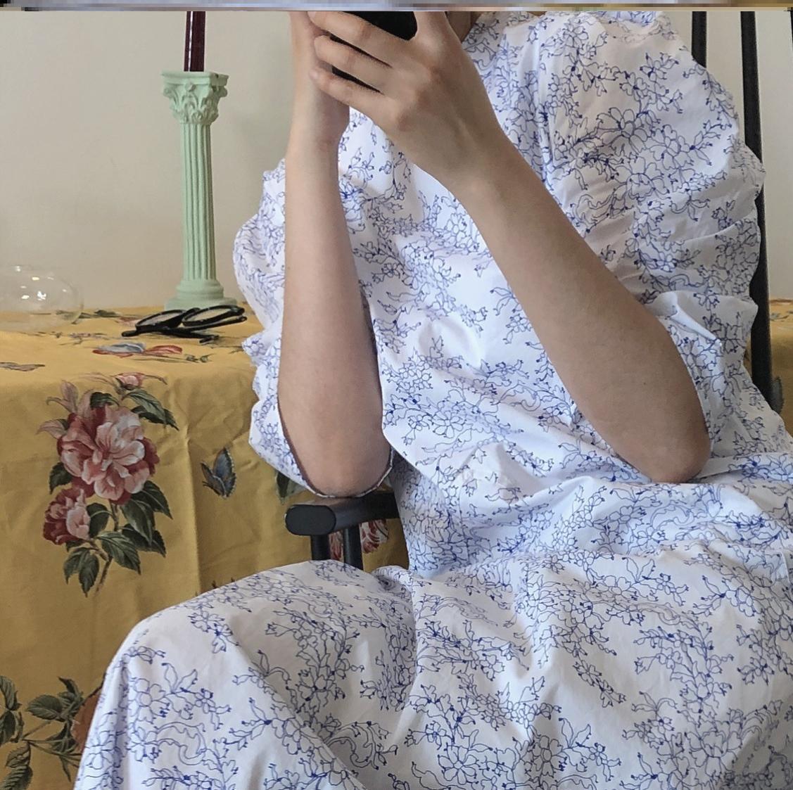 蓝色碎花连衣裙 潮流夏季新韩国复古文艺宫廷蓝色碎花连衣裙泡泡袖度假显瘦长裙女_推荐淘宝好看的蓝色碎花连衣裙