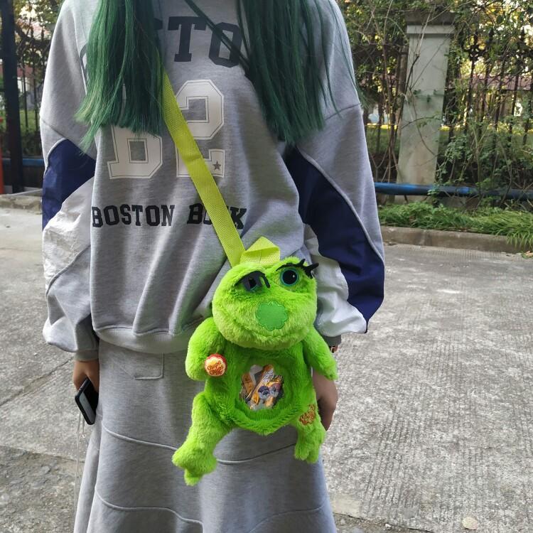 绿色双肩包 怀旧夯货查克绿色青蛙公仔毛绒单双肩斜挎蹦迪小挎包可爱_推荐淘宝好看的绿色双肩包