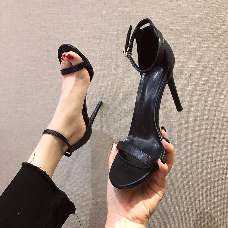 黑色凉鞋 韩系黑色一字扣带凉鞋2021年新款夏季网红高跟鞋女鞋细跟白色中跟_推荐淘宝好看的黑色凉鞋
