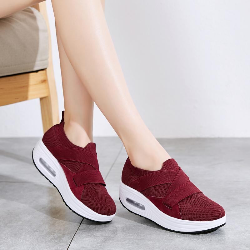 红色松糕鞋 摇摇鞋女厚底妈妈鞋运动鞋防滑松糕底红色一脚蹬女鞋老北京布鞋女_推荐淘宝好看的红色松糕鞋