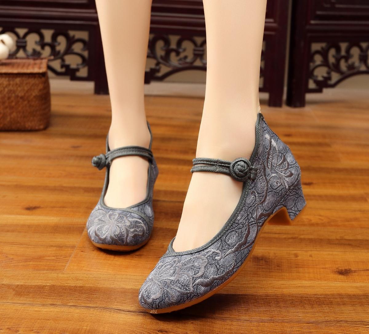 坡跟鞋 中国风改良女装配旗袍绣花鞋民族风女单鞋中跟广场舞蹈鞋坡跟布鞋_推荐淘宝好看的女坡跟鞋