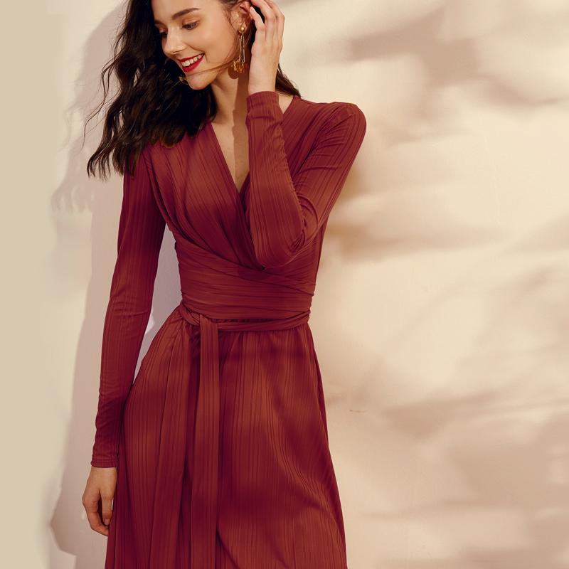 红色连衣裙 2021早春装新款连衣裙女红色时尚气质复古针织长裙法式设计感显瘦_推荐淘宝好看的红色连衣裙