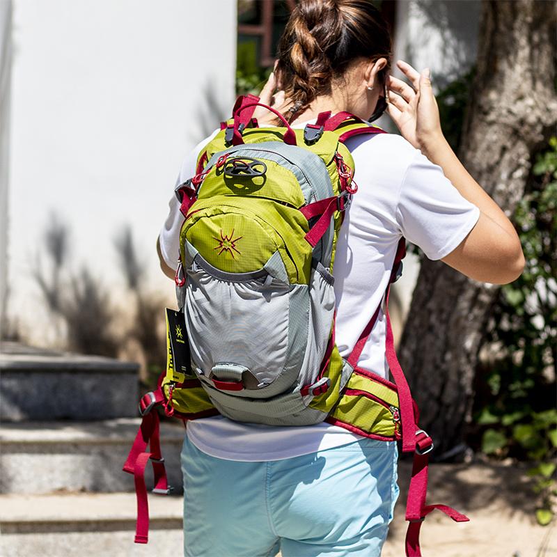绿色双肩包 户外骑行背包绿色野营徒步旅行越野营自行车水袋防水双肩包小男女_推荐淘宝好看的绿色双肩包