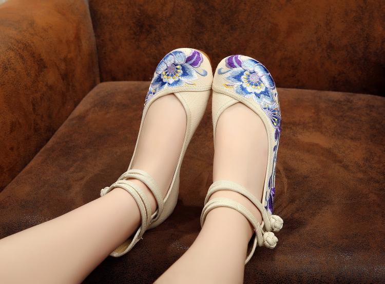 紫色坡跟鞋 紫色芙蓉花秋新款复古绣花鞋坡跟圆头女鞋加厚牛筋底老北京布鞋子_推荐淘宝好看的紫色坡跟鞋