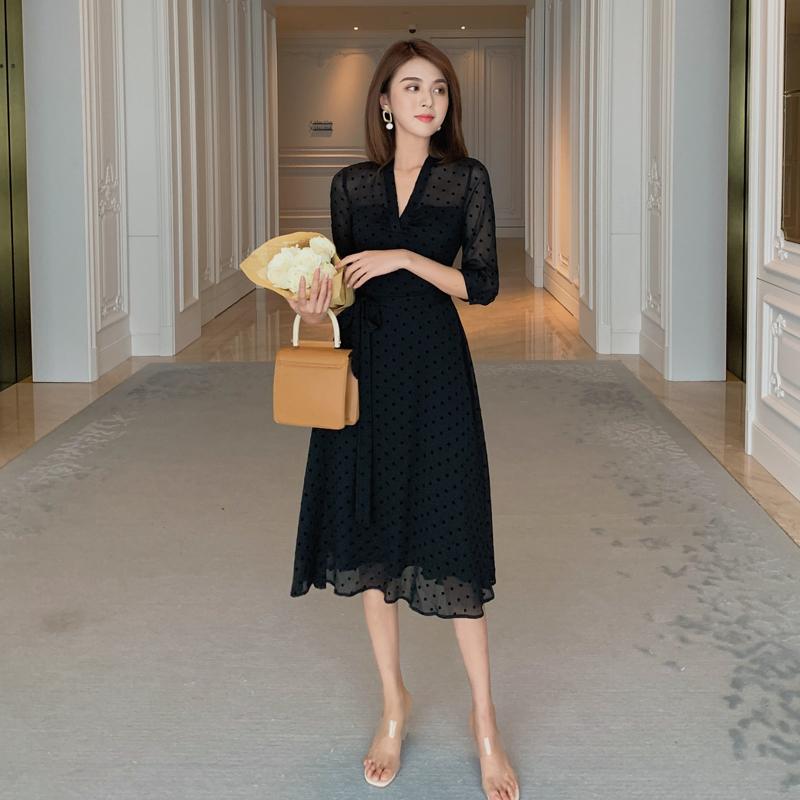 黑色连衣裙 岛歌夫人 法式复古设计感小众气质修身裙子显瘦黑色V领连衣裙女夏_推荐淘宝好看的黑色连衣裙