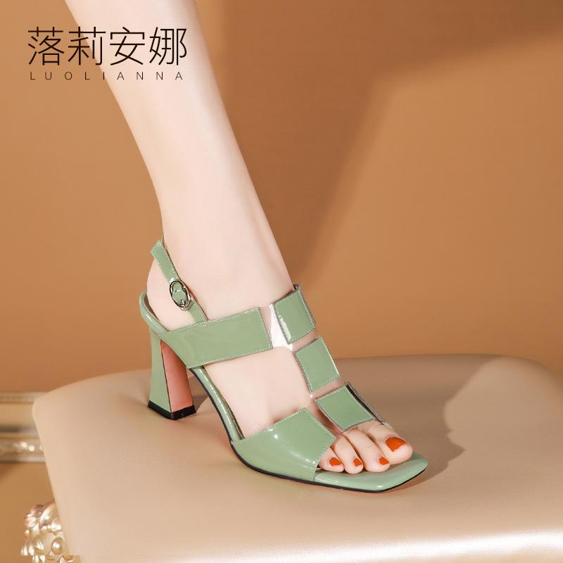 绿色鱼嘴鞋 粗跟凉鞋女2021年夏季新款时尚绿色漆皮百搭透明露趾后空高跟鞋女_推荐淘宝好看的绿色鱼嘴鞋