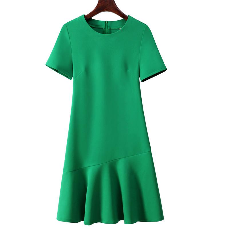 绿色连衣裙 2021夏季新款裙子女宽松大码修身显瘦A字中长款短袖绿色连衣裙女_推荐淘宝好看的绿色连衣裙
